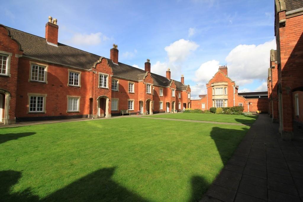 Flat , Garden Court, - Ladywood Middleway, Birmingham